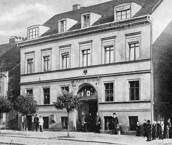 """Das erste Rathaus - damals """"Amtshaus"""" - von Schöneberg."""