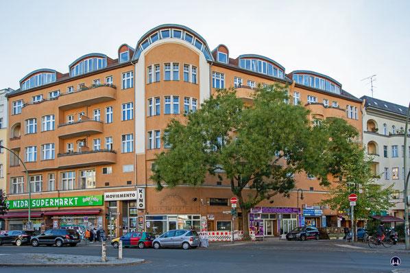 Das Eckhaus Kottbusser Damm / Boppstraße, in dem sich das Kino Moviemento in Kreuzberg befindet.
