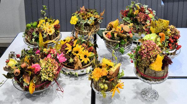 Les compositions florales aux couleurs d'automne réalisées par les 9 participantes