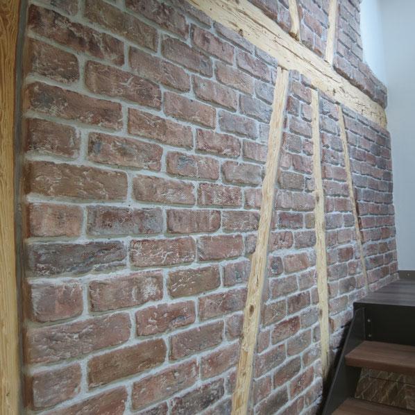 Sanfte Renovation einer alten Treppenhauswand