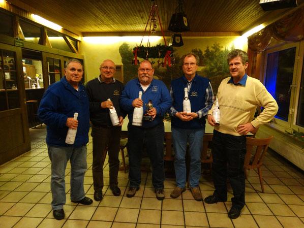 Das Bild zeigt v.l. die Sieger des Champagnerpokals mit Erwin Münz, Dieter Bauer, Burkhard Balkenhol, Bernd Sander und Olaf Kopplin