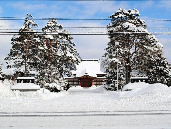 雪に埋もれる東川寺