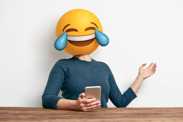 In einer Welt, in der noch nie so viel kommuniziert wurde, geht es wortwörtlich darum, den «Augenblick» zu erhaschen. Deshalb sind Emojis, Bilder und Clips  Bestandteil unserer Kommunikation geworden.