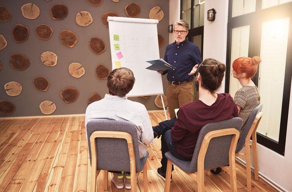 Sich mit Trends und innovativen Ideen auseinanderzusetzen, ist aktive Arbeit am zukünftigen Unternehmenserfolg.