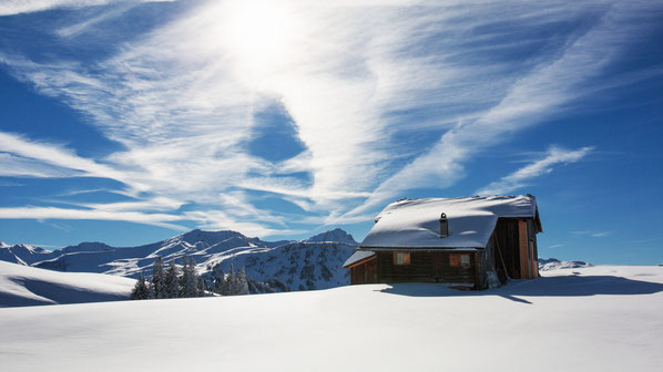 Berghütte im Prättigau als Key-Visual der Winterfamilienkampagne von Graubünden Ferien.