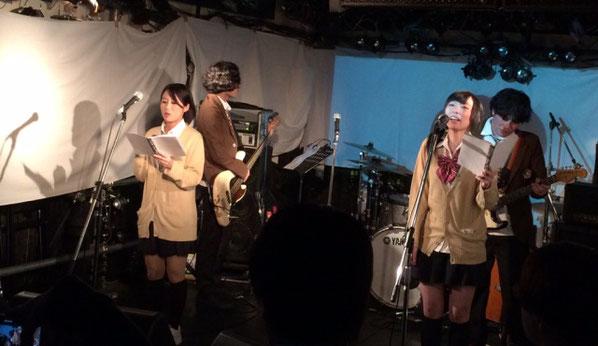 下北沢「ろくでもない夜」でライブをしているモノガタリピクチャー