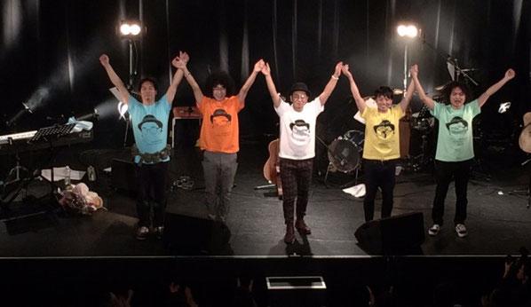 渋谷マウントレーニアホールの10周年記念ライブで最後の挨拶をするママノリア
