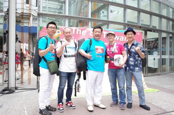 真ん中のピンクの服の人が、主催のDavidさん♪向かって一番右の人は、台湾在住の韓国の人!