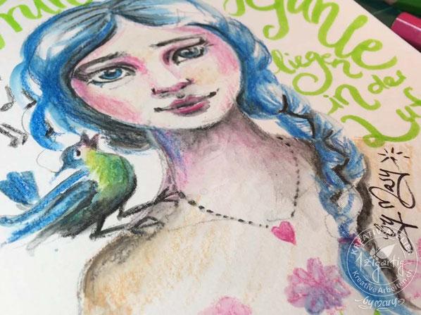 Eine von mir gezeichntete Illustration, bei der ich Farbstifte, Pinselstifte und Wassertankpinsel miteinander kombiniert habe. So ist ein Porträt mit einem Mädchen und einem Vogel entstanden, kombiniert mit einem Handlettering