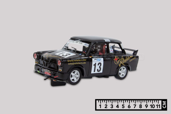 Das Bild zeigt ein Slotcar Trabant Modellauto von Revell im Maßstab 1 zu 32. Es ist 11 Zenitmeter lang.