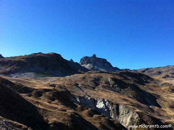 ancora un pò di salita per raggiungere il colle di Valle Stretta sotto lo sguardo imponente del monte Thabor