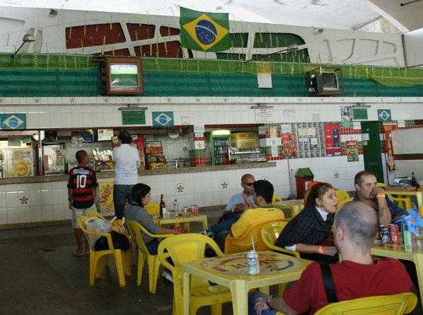 ... im Fussballgespräch mit einem Brasilianer im Flamengo-Trickot
