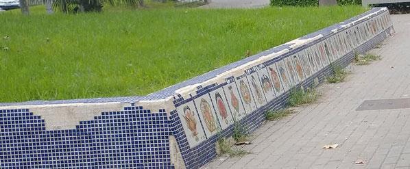 Graves actos de vandalismo destrozan un   mosaico con los escudos de todas las comisiones falleras en Valencia