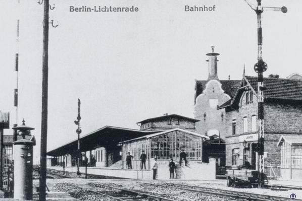 Der Bahnhof Lichtenrade. Eine alte Postkarte des Bahnhofs von 1910.