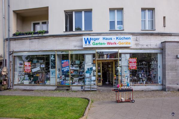 Eisenwaren Weger am Breitenbachplatz in Berlin-Steglitz. Es läuft bereits der Ausverkauf.