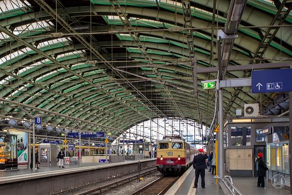 Luxuszug Rheingold, TEE. Einfahrender Zug im Berliner Ostbahnhof.