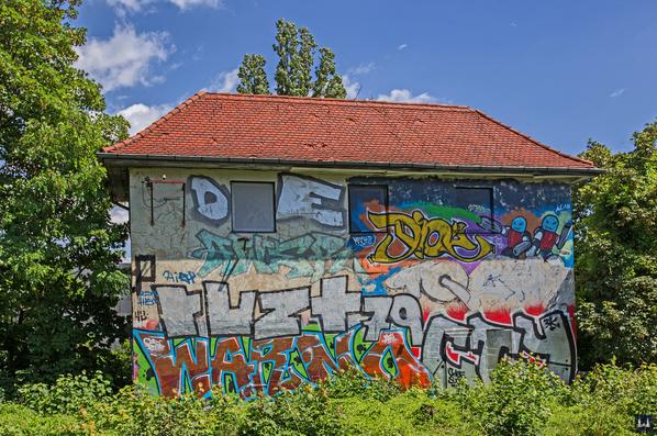Berlin - Tempelhof. Stellwerk Tfd Attilastraße. Grafitti.