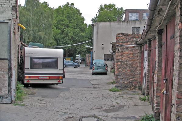 Blick vom hinteren Teil des Garagengeländes zur Schöneberger Straße.