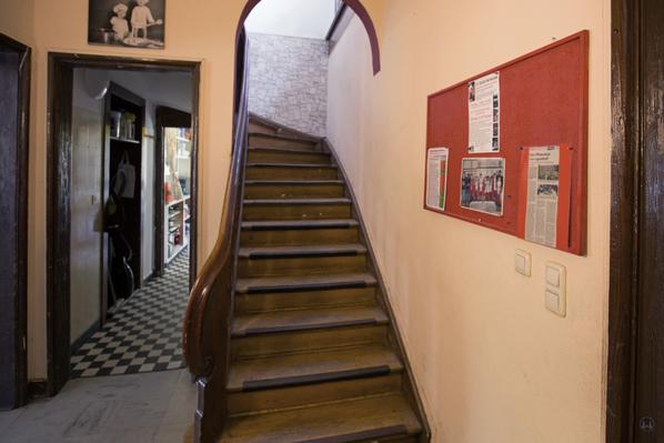 Lortzingclub in Berlin - Lichtenrade. Blick auf die Treppe und zum Anrichteraum.