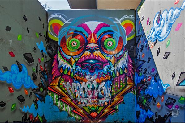 Street Art in Berlin. Zu schön, um wegzusehen. Troll am Steglitzer Bierpinsel.