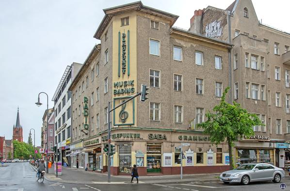 Musikhaus Bading in Berlin - Neukölln, Karl - Marx - Straße. Eckhaus Karl - Marx- und Thomasstraße.