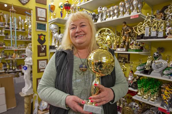 Frau Faustmann, Inhaberin von Inka-Pokale.