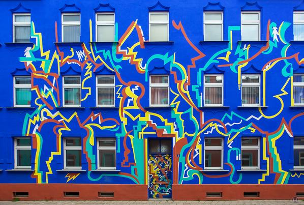 """Das berühmte """"Haus mit den Blitzen"""" in der Otto-Richter-Straße in Magdeburg."""