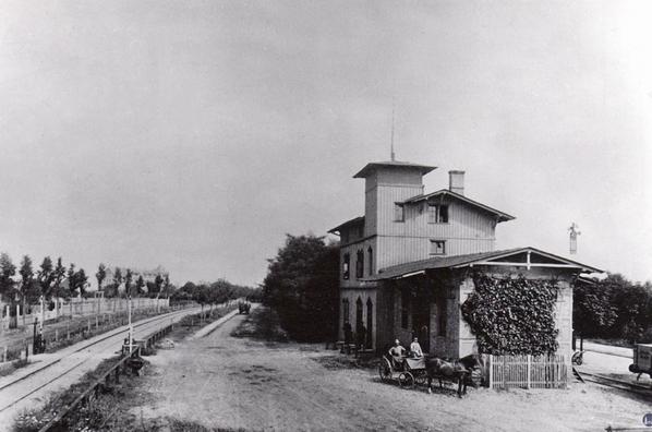 Die Königliche Militär-Eisenbahn Der Bahnhof Marienfelde der Dresdner Bahn mit dem Militärgleis.