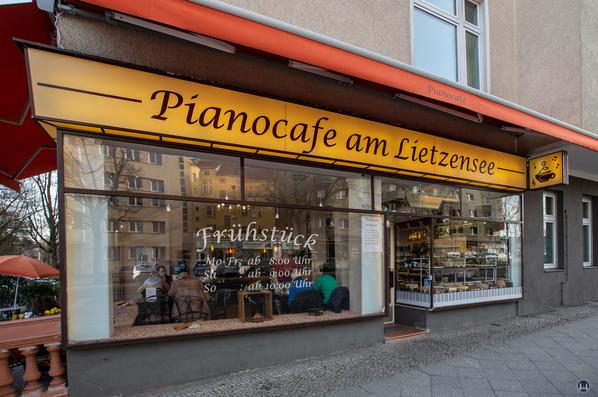 Pianocafé am Lietzensee. Schaufensterfront Neue Kantstraße.