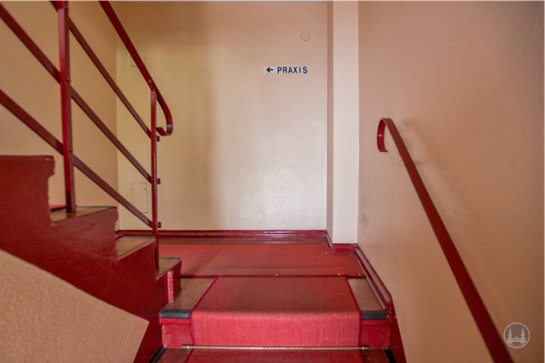 Die Roma - Lichtspiele in Lichtenrade. Treppenaufgang Vorderhaus.