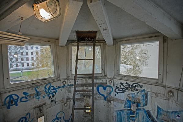 Blick auf die Leiter zum Dachscheinwerfer und in den Innenraum der Kanzel.