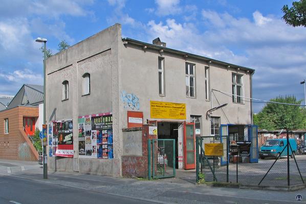 Garagenwerkstatt an der Schöneberger Straße.