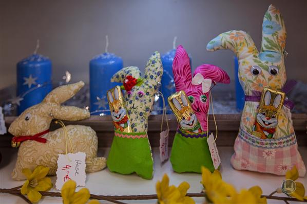 Der BestHandmadeShop am Tempelhofer Damm. Osterhasen aus Stoff mit Taschen.
