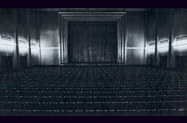 Das Tempelhofer Tivoli an der Friedrich - Karl - Straße. Blick in den Kinosaal.