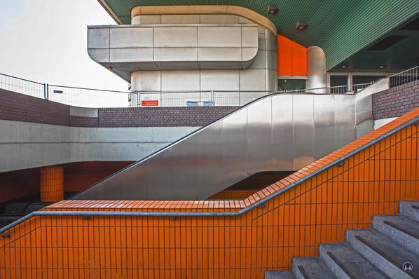 Das International Congress Centrum (ICC) Berlin. Treppen zur Vorfahrtsebene.