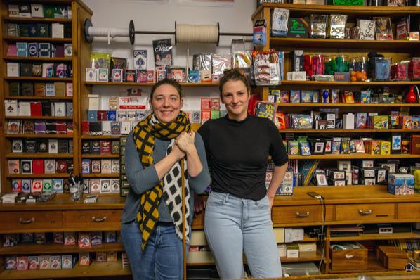 Der Zauberkönig in Berlin - Neukölln. Karen German und Kirsi Hinze im neuen Laden in der Herfurthstraße