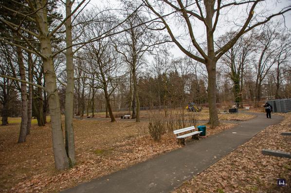 Die Kuranstalt Berolinum an der Lankwitzer Leonorenstraße. Bewachtes Parkgelände als Vorbereitung für die Fällungen.
