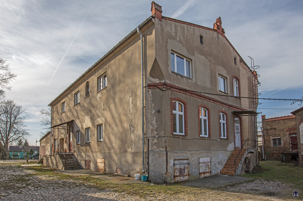 Historischer Gutshof Schloss Dahlewitz. Seitenansicht der ehemaligen Brennerei.