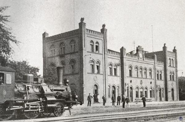 Die Königliche Militär-Eisenbahn. Foto des Militärbahnhofs Schöneberg von 1910.