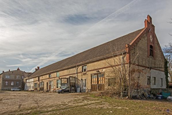 Historischer Gutshof Schloss Dahlewitz. Scheune der alten Brennerei.