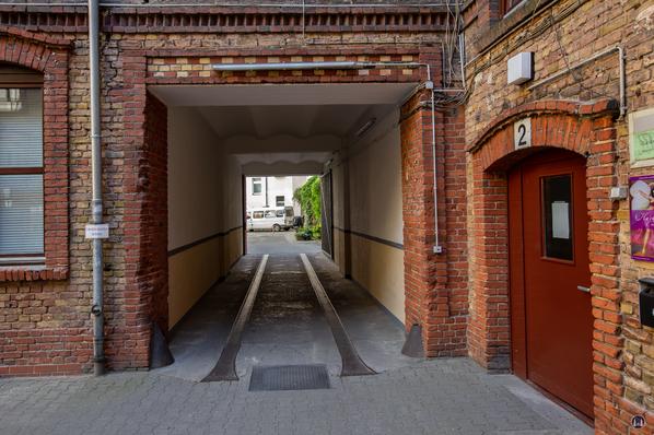 Gewerbehof Körtestraße 10 in Berlin - Kreuzberg. Tordurchfahrt vom ersten in den zweiten Hof.