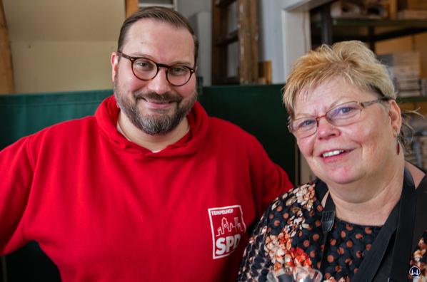 Jens Fischwasser mit Frau Marlies Königsberg von der Unternehmer Initiative Tempelhofer Damm e. V..