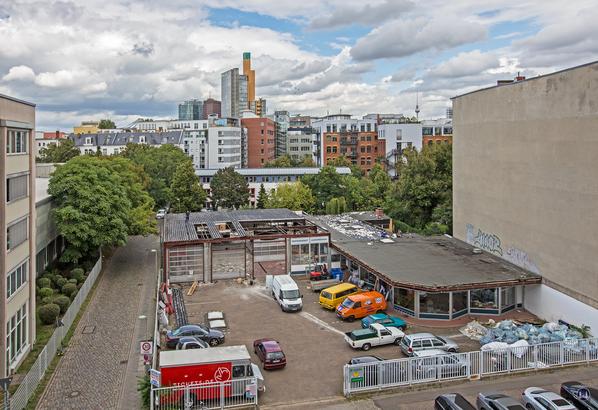 Berlin Mitte Lützowstraße. Michael Pötschke Autowerkstatt. Abriß