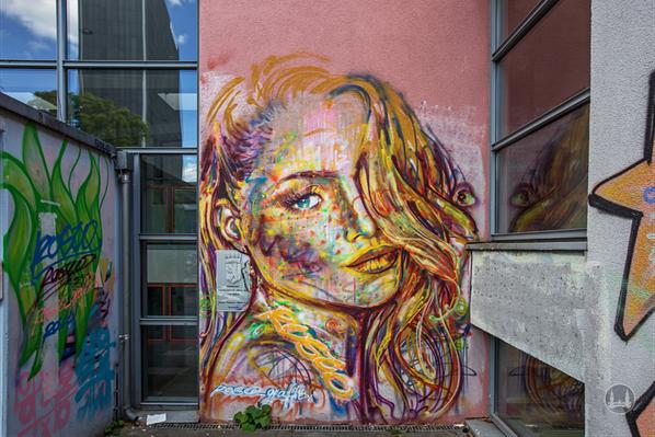 Street Art in Berlin. Zu schön, um wegzusehen. Graffiti am Tempelhofer Ufer.