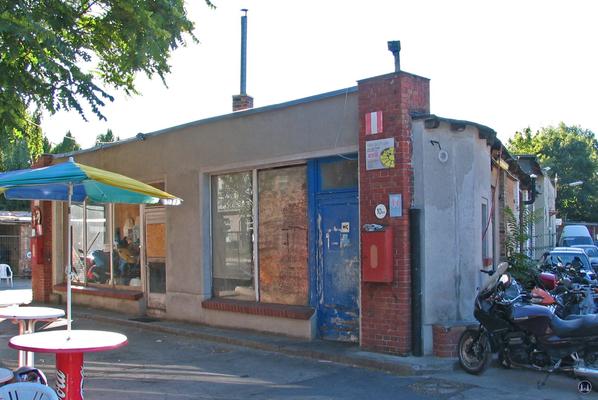 Das Gebäude der ehem. Tankstelle an der Schöneberger Straße.