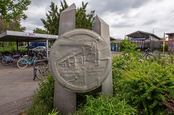 Die Königliche Militär-Eisenbahn. Denkmal Marienfelde.