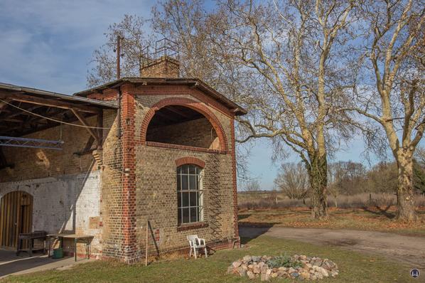 Historischer Gutshof Schloss Dahlewitz. Blick auf die alte Schmiede.