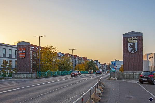 Das Ensemble U - Bahnhof Schloßstraße. Brückenrampe der Joachim - Tiburtius - Brücke.