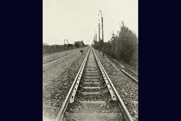 Verstärktes Gleis der Militäreisenbahn in Lichtenrade.