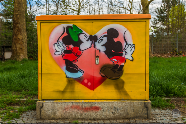 Street Art in Berlin. Zu schön, um wegzusehen. Micky Mouse in Marienfelde.
